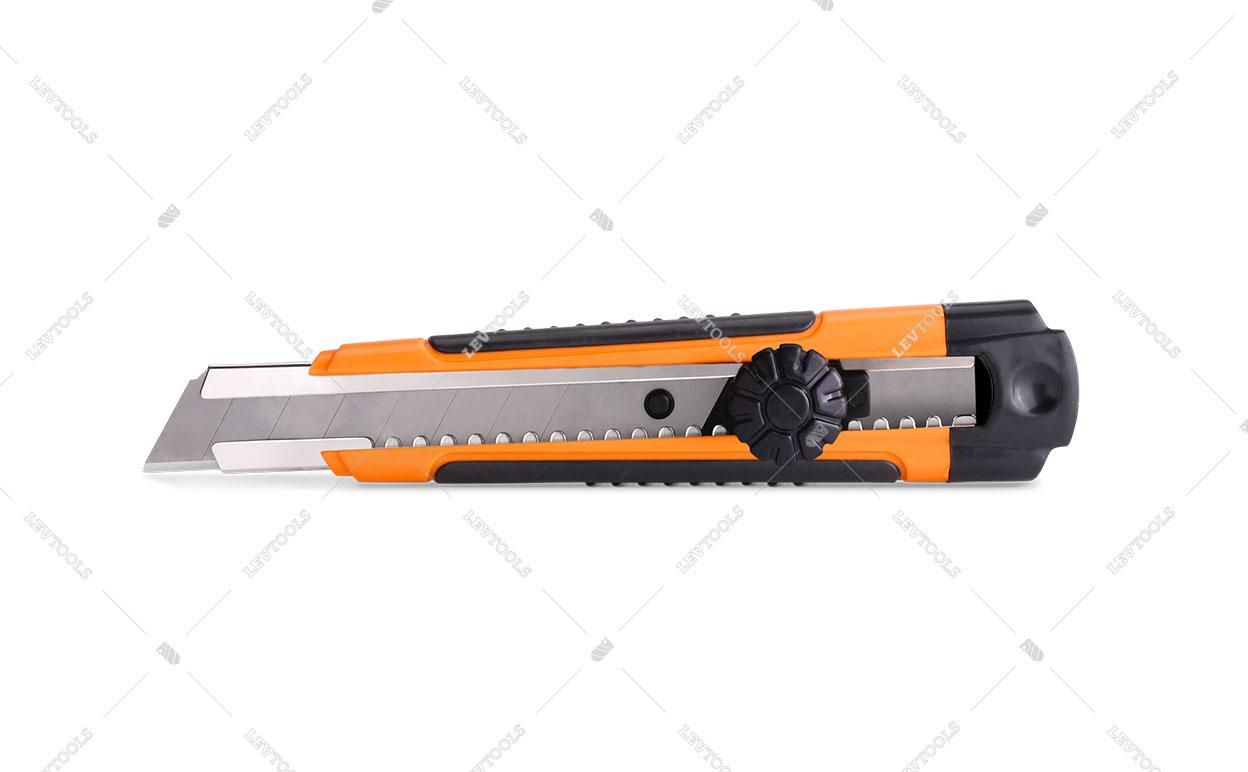 Нож прорезной с винтовым замком, прорезиненный 0209